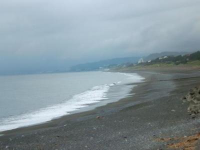 画像:A.M.10:30頃の大磯海岸です。 雨予想の所為か、浜はガ~ラガラでした。